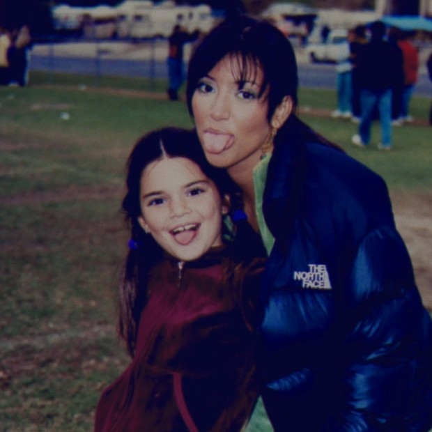 Kendall Jenner e Kim Kardashian (Foto: Reprodução)