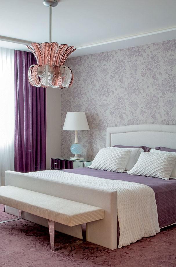 Décor do dia: quarto roxo de estilo clássico (Foto: Andre Nazareth/Divulgação)