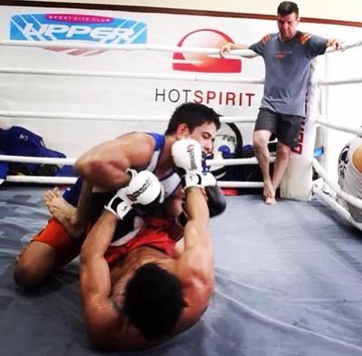 Jafel Filho é observado por André Pederneiras durante treinamento na Nova União (Foto: Dan Behr)