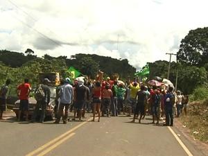 Manifestantes já haviam interditado a rodovia no dia 10 de junho deste ano (Foto: Reprodução/TV Tapajós)