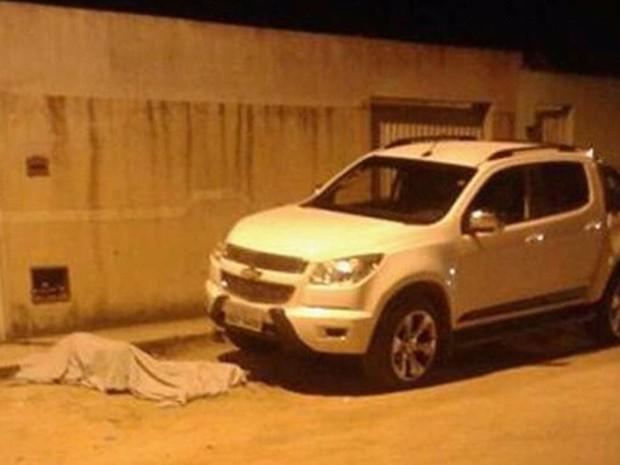 Vítima foi morta na frente de casa em cidade do sul da Bahia (Foto: Sul Bahia News)