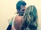 Gisele Büdchen dá beijão em Tom Brady no dia do aniversário do atleta