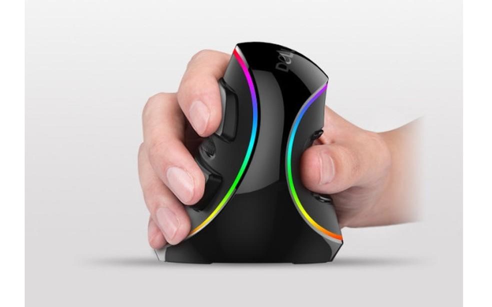 Vertical: mouse tem formato inesperado e preço de cerca de R$ 200 (Foto: Divulgação/Delux Mouse)