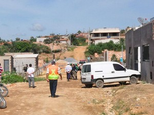 Fiscais e militares durante ação em área invadida em Bom Despacho (Foto: PMBD/Divulgação)