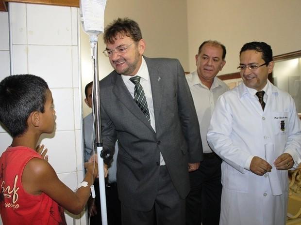 Governador Wilson Martins visita Hospital Infantil de Teresina (Foto: Gil Oliveira/ G1)