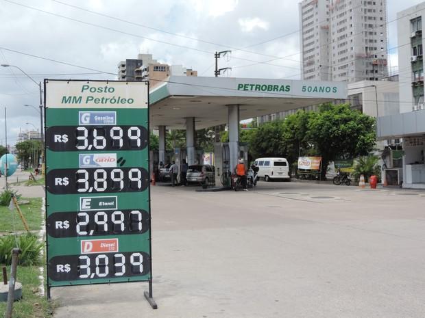 Apesar da queda de 2% do ICMS sobre o etanol,, consumidor reclama de preços altos em postos do Recife (Foto: Marina Meireles/G1)