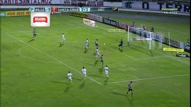 p  Ricardo Bueno marca o gol depois do cruzamento de Ericarlos b8bfb22a662c6