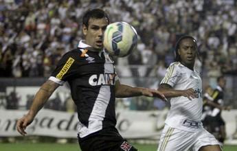 Herrera desperdiça gol fácil pelo Vasco e é dono do lance mais bizarro de julho