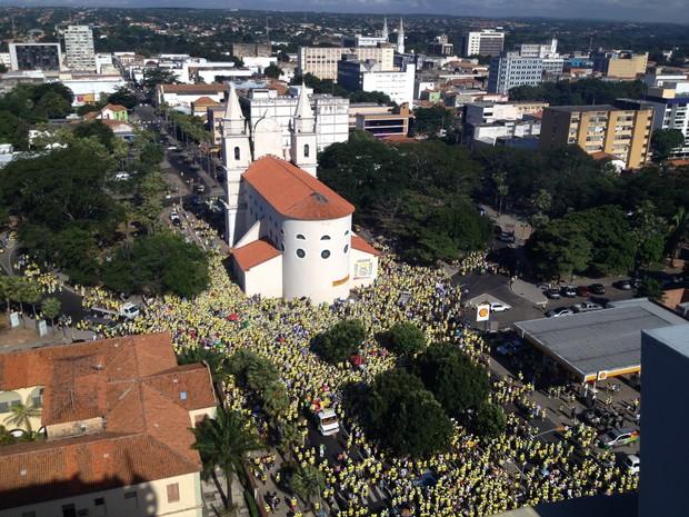 Milhares de fieis participaram da 19ª Caminhada da Fraternidade (Foto: Gilcilene Araújo /G1)