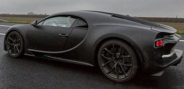 Bugatti Chiron é flagrado em estrada pública na Itália (Foto: Erico Hessel)