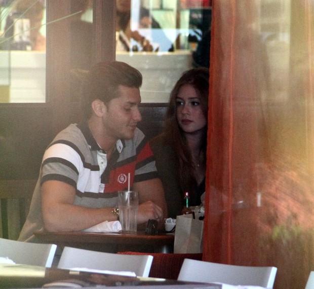 Marina Ruy Barbosa almoça com Klebber Toledo (Foto: Marcus Pavão/AgNews)