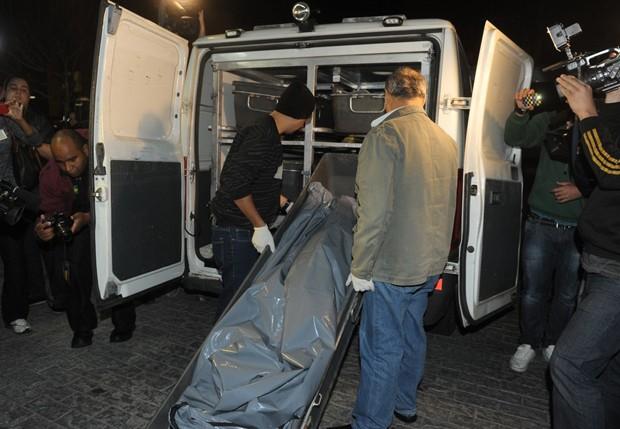 Corpo de Champignon é levado para o IML (Foto: Francisco Cepeda/AgNews)