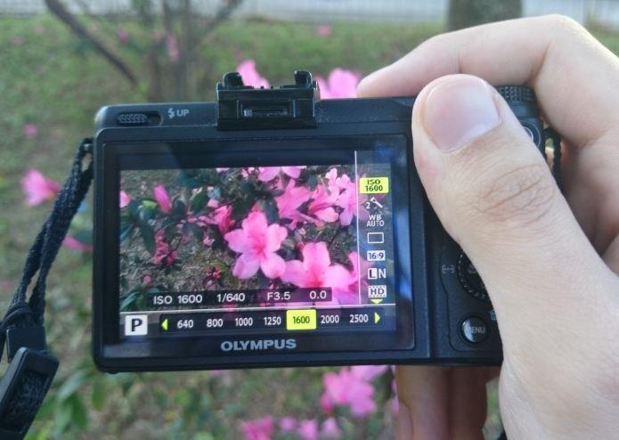 A câmera no modo manual permite que você customize seu funcionamento (Foto: Pedro Zambarda/TechTudo)