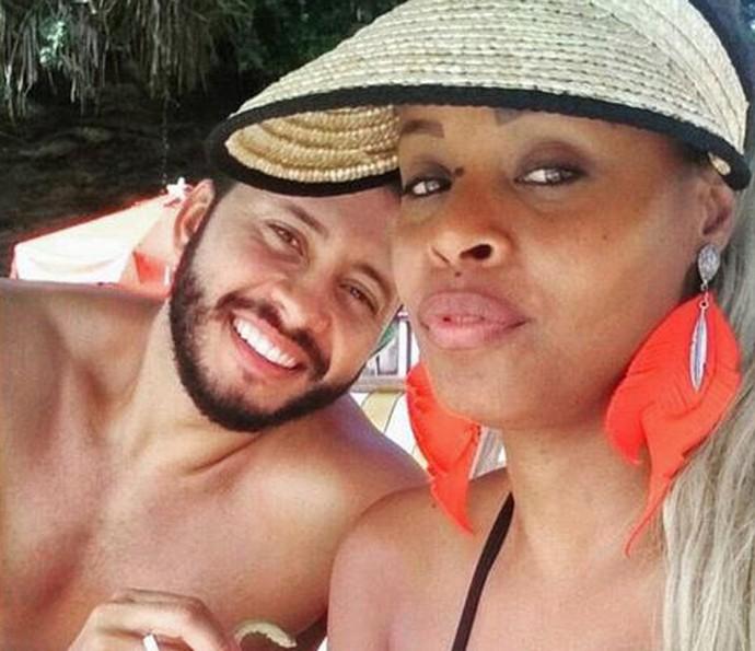 Guilherme e Roberta em clima de romance (Foto: Arquivo Pessoal)
