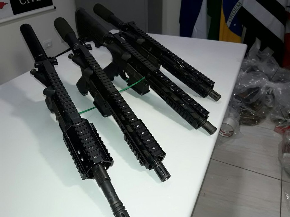 Armas foram apreendidas em Teodoro Sampaio (Foto: Betto Lopes/TV Fronteira)