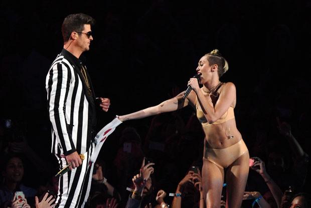 No último domingo, Thicke teve o nome envolvido na polêmica com a cantora Miley Cyrus durante a premiação da MTV dos EUA (Foto: Charles Sykes/Invision/AP)