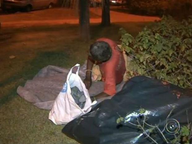 Moradores de rua (Foto: Reprodução/TV TEM)