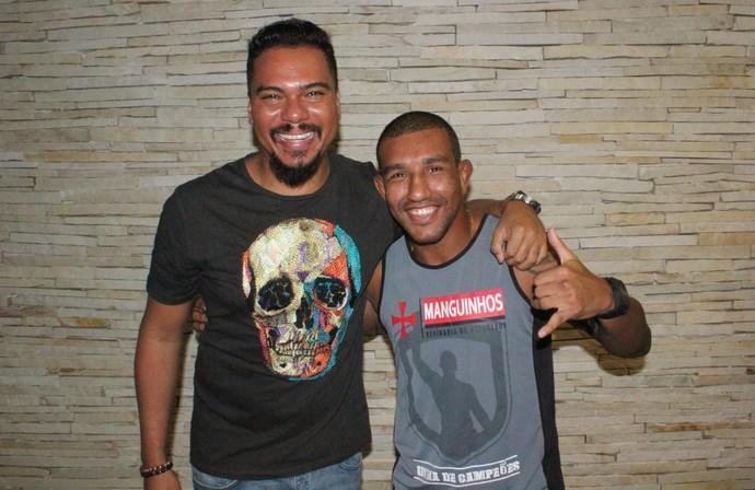 Raoni Barcelos e Bruno Cardoso, cantor do Sorriso Maroto (Foto: Marcelo Barone)