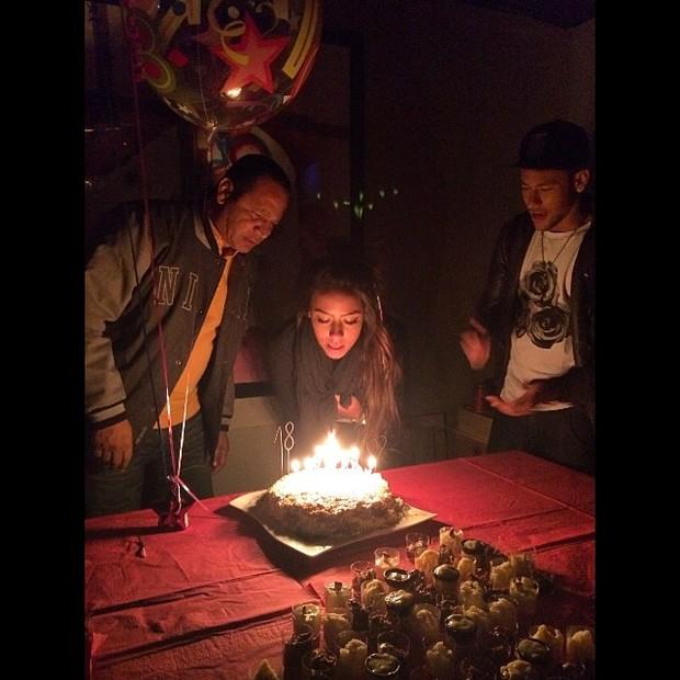 Irmã do Neymar, Naiara Sobral, comemorando aniversário (Foto: Instagram / Reprodução)