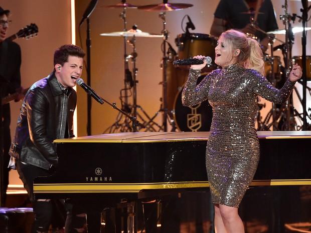 Charlie Puth e Meghan Trainor em prêmio de música em Los Angeles, nos Estados Unidos (Foto: Kevin Winter/ Getty Images/ AFP)