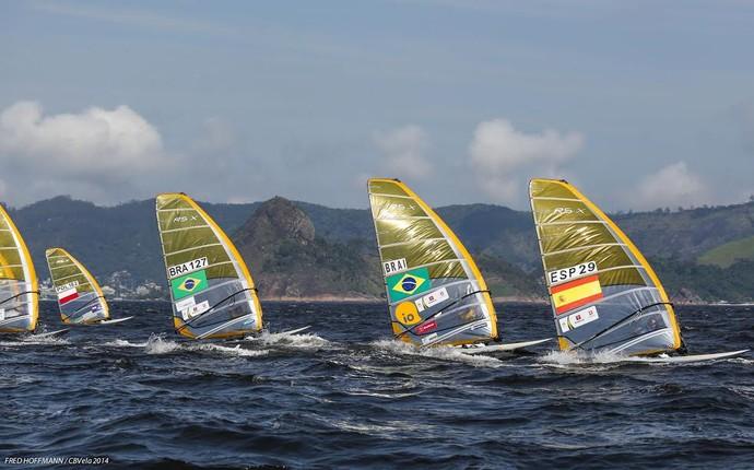 Gabriel Bastos, na vela BRA127 (Foto: Fred Hoffman/Confederação Brasileira de Vela)