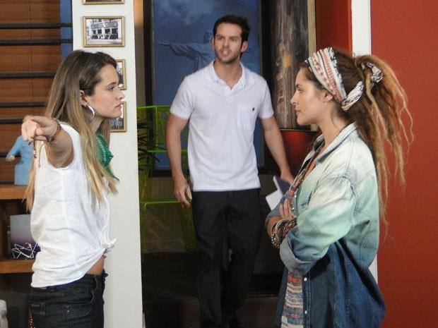 Virada no samurai, Fatinha perde a paciência e expulsa Valentina do hostel (Foto: Malhação / Tv Globo)