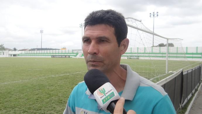 Gilmar Batista, técnico do Murici (Foto: Leonardo Freire/GloboEsporte.com)