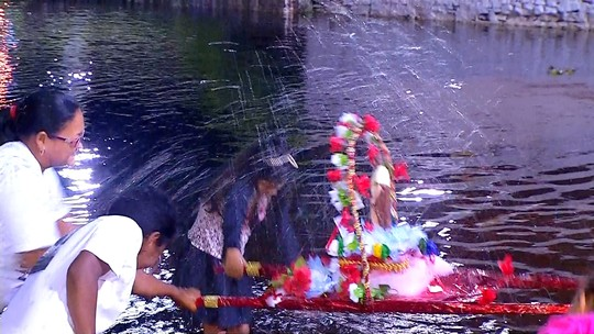 Dia de São João é comemorado com banho de rio em Corumbá, MS