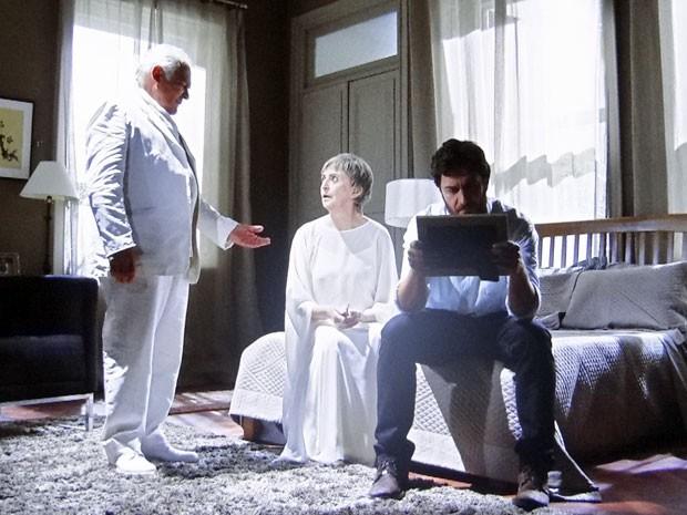 Lexor pede a Verbena para ela se afastar de Rodrigo (Foto: Amor Eterno Amor/TV Globo)