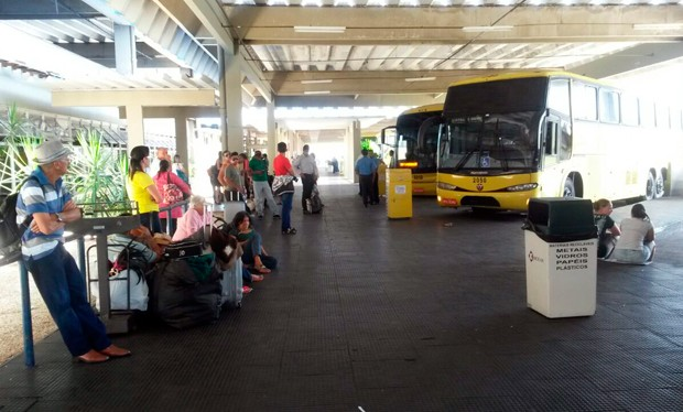 Na Rodoviária de Natal, ônibus aguardam liberação das rodovias  (Foto: Marksuel Figueiredo/Inter TV Cabugi)