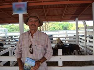 Pecuarista Valter Xavier diz que pretende exportar animais para outros estados (Foto: Jéssica Alves/G1)