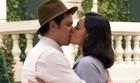 Candinho e Filó se beijam em passeio na praça (eta mundo bom)
