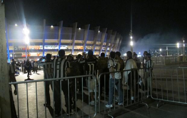 botafogo especial torcida torcedores fora do mineirao (Foto: Thiago Quintella)