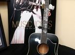 Violão de Elvis Presley é leiloado por US$ 334 mil em Nova York