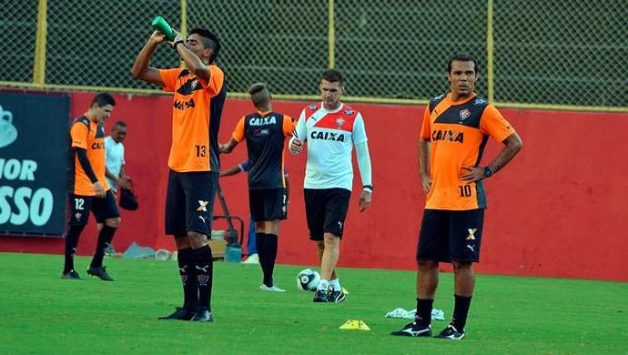 Treino do Vitória; Vagner Mancini; Leandro Domingues (Foto: Francisco Galvão/EC Vitória/ Divulgação)