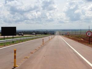 Trecho recém-construído de 22,7 km na BR-163 em Mato Grosso. (Foto: Leandro J. Nascimento/G1)