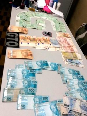Homem preso em Goianinha estava com mais de R$ 20 mil, sendo mais de 4 mil em euros (Foto: Divulgação/Polícia Militar do RN)