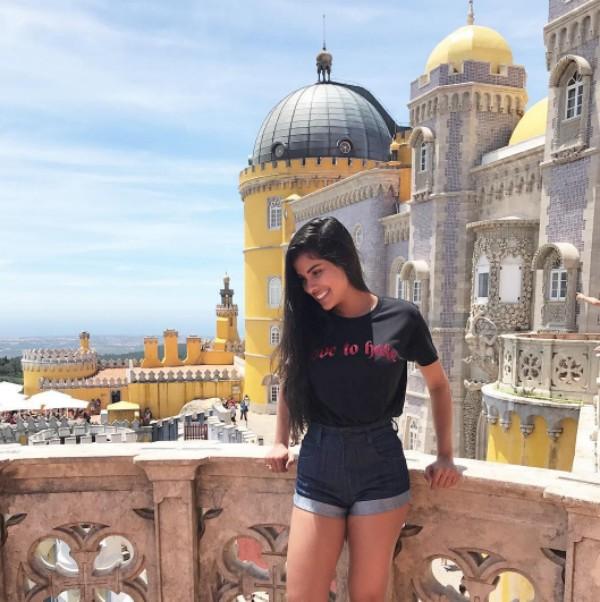 Munik Nunes posa para foto em Portugal (Foto: Reprodução / Instagram)