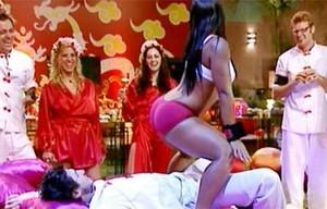Priscila sensualiza (Foto: TV Globo)