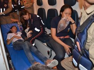 Samu e Bombeiros socorreram quem inalou fumaça na Maurício de Nassau (Foto: Walter Paparazzo/G1)