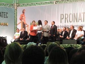 Presidente Dilma participa de cerimônia de formatura do Pronatec, no Recife (Foto: Vitor Tavares / G1)