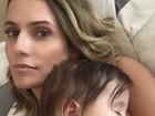 Deborah Secco posa coladinha com a filha em foto fofíssima