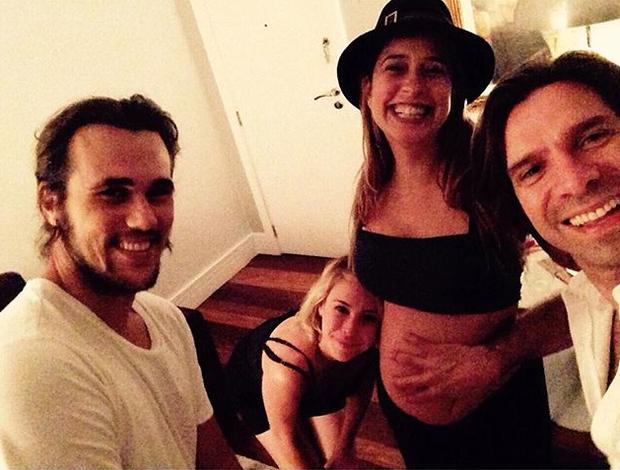 Paloma Duarte com Bruno Ferrari e amigos (Foto: Reprodução / Instagram)