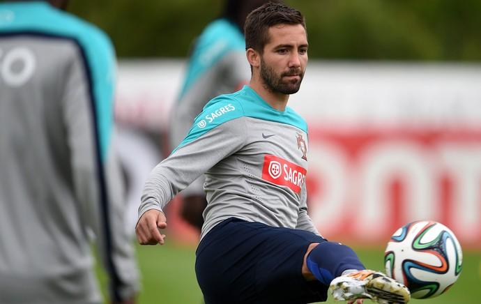 João Moutinho no treino de Portugal (Foto: AFP)
