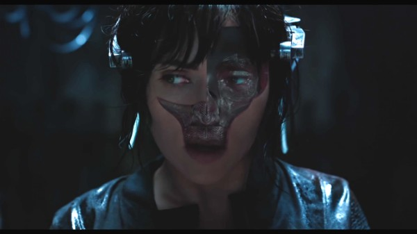 A atriz Scarlett Johanson em cena de 'Ghost in the Shell' (Foto: Reprodução)