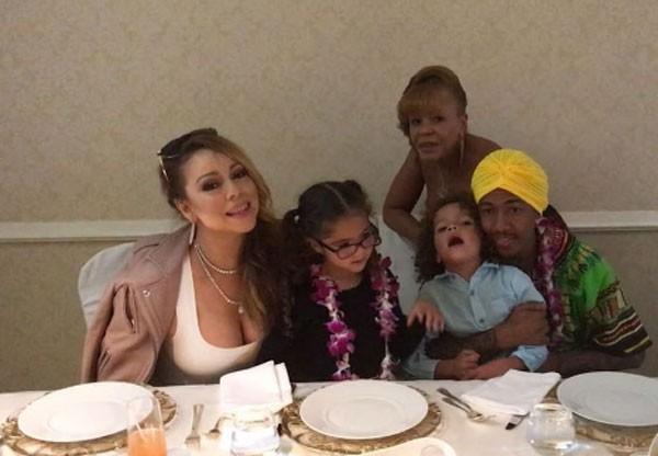 Mariah Carey com os filhos e o ex (Foto: Reprodução)