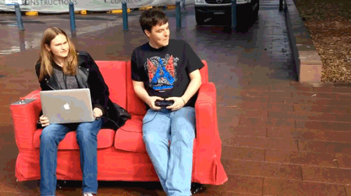 Estudantes criam sofá robô usando Raspberry Pi (Foto: Reprodução/Cnet)