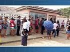 População faz fila para receber  vacina contra meningite C na Bahia