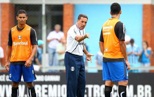 Luxa orienta trabalho em treino do Grêmio (Foto: Lucas Uebel/ Grêmio FBPA)