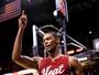 Heat dispensa Bosh com promessa de aposentadoria da sua camisa número 1